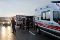 Sivas'ta Trafik Kazası Açıklaması 8 Yaralı