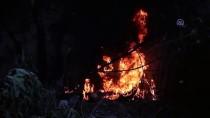 Sosyal Medyadan Canlı İzledikleri Yangına Bidonlarla Koştular