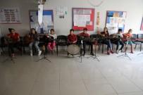 Suriyeli Çocuklar Savaşın İzlerini Müzikle Siliyor