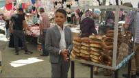 Takım Elbisesiyle Tezgah Başına Geçip, Okul Harçlığı İçin Simit Satıyor