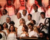 Ali Şen Koroda Şarkı Söyledi