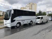 Esenyurt'ta Sıkışmalı Kaza Açıklaması 1 Yaralı