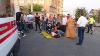 Kırmızı Işık İhlali Yapan Otomobil, Motosikletlere Çarptı Açıklaması 4 Yaralı