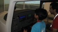 ÇOCUK ESİRGEME KURUMU - Minikler, Uçuş Simülatöründe Pilotluk Deneyimi Yaşadı