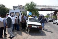 Minibüs İle Otomobil Çarpıştı Açıklaması 3 Yaralı
