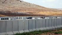 Suriye Sınırına İş Makinesi Ve Konteyner Sevkiyatı