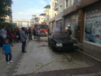 Yanan Otomobili İtfaiye Gelene Kadar Hortumla Söndürdü