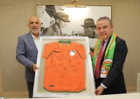 Alanyaspor Yönetimi Başkan Böcek'i Ziyaret Etti