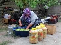 Erzincan'da Kadınların Turşu Mesaisi Başladı