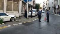 Gaziosmanpaşa'da Motosikletli Ve Silahlı 2 Saldırgan Dehşet Saçtı