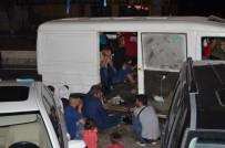 Söke'de 'Dur' İhtarına Uymayan Minibüsten Göçmenler Çıktı