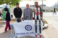 Uşak Üniversitesi Rektörü Topluluk Stantlarını Gezerek Öğrencilere Destek Verdi