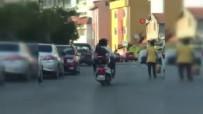 5 Kişilik Ailenin Motosikletle Tehlikeli Yolculuğu Kamerada