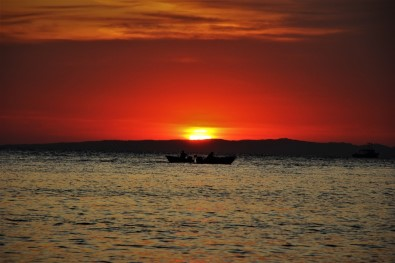 Balıkçıların Gün Batımı Manzarası Kartpostallık Kareler Oluşturdu