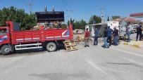 Konya'da Su Yüklü Kamyonet Devrildi Açıklaması 2 Yaralı