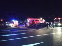 ALI AYDıN - Otobüs Otomobile Çarptı Açıklaması 1 Ölü, 1 Yaralı