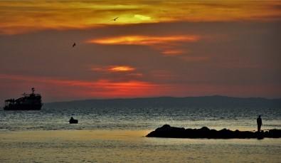 (Özel) Balıkçıların Gün Batımı Manzarası Kartpostallık Görüntüler Oluşturdu