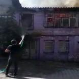 (ÖZEL) Fatih'te Alev Alev Yanan Binaya Bahçe Hortumuyla Müdahale Etti