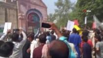 Pakistan'da Öldürülen Çocuklar İçin Protesto