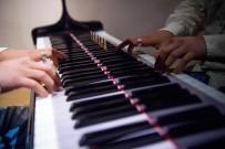 Piyaniste Piyano Çalma Cezası