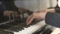 Polonya'da Piyaniste Piyano Çalma Cezası