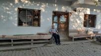Ramazan Dede 60 Yıldır Köyün Bakkalını İşletiyor