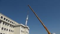 Yapımı Devam Eden İmam Hatip Lisesinin Çatısındaki Minare Kaldırıldı