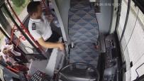 Yol Kenarında Fenalık Geçiren Kadının Yardımına Otobüs Şoförü Koştu