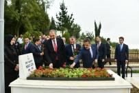 OSMAN KAYMAK - Bakan Gül, Başsavcı Uzun'un Kabrine Karanfil Bıraktı
