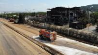 Fabrikayı Kül Eden Yangının Ardından Yollar Yıkandı