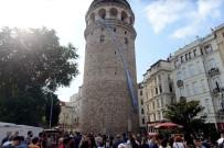 KEMİK AĞRILARI - Galata Kulesi Prostat Kanserine Dikkat Çekmek İçin Mavi Kravat Taktı