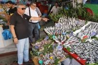 Edirne'de Balık Tezgahları Hareketlendi, Hamsi Dolardan Hızlı Düşüyor