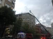 Güngören'de Bir Binanın Çatısı Alev Alev Yandı