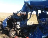 ODESSA - Ukrayna'da Tır İle Minibüs Çarpıştı Açıklaması 9 Ölü