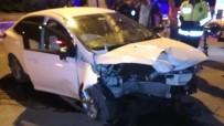 Üst Geçit Direğine Çarpan Otomobilin Sürücüsü Ağır Yaralandı