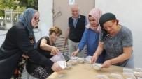 Burhaniye'de 3 Bin Kişiye Aşure İkramı Yapıldı