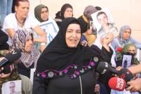 OTURMA EYLEMİ - Çocukları Dağa Kaçırılan Anne Ve Baba Tedavi Sonrası HDP Önündeki Eyleme Katıldı