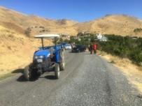 Otomobil, Traktöre Çarptı Açıklaması 5 Yaralı