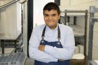 Engelli Genç, Aldığı Eğitimle Otel Mutfağının İkinci Adamı Oldu