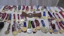 DÜNYA GÜREŞ ŞAMPİYONASI - Şampiyonun Madalyaları Annesine Emanet