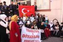 OTURMA EYLEMİ - Şehit Yakınlarından HDP Önünde Eylem Yapan Ailelere Destek