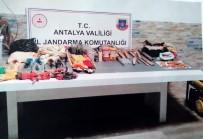 Antalya'da 32 Şahıs Kaçak Kazı Yaptıkları Esnada Yakalandı