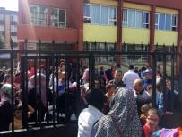 Deprem Sonrası Veliler Okula Koştu