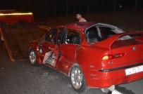 Gaziosmanpaşa'da Makas Atan Sürücü Kaza Yaptı; 3 Yaralı