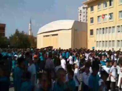 İstanbul 4,6'Lık Depremle Sallandı, Deprem Nedeniyle Okullar Boşaltıldı