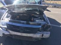TRAFİK MÜDÜRLÜĞÜ - Kars'ta TIR Otomobile Çarptı Açıklaması 2 Yaralı