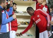 SALIH AYHAN - Sivassporlu Futbolculardan Kitap Kampanyasına Destek