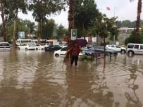 Antalya'nın Doğusunda Etkili Olan Yağmur Hayatı Olumsuz Etkiledi