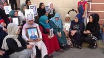 HDP Önünde Evlat Nöbeti Tutan Annelere Destek Ziyareti