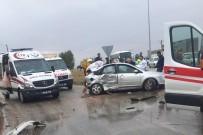 Sungurlu'da Otomobil İle Minibüs Çarpıştı Açıklaması 5 Yaralı